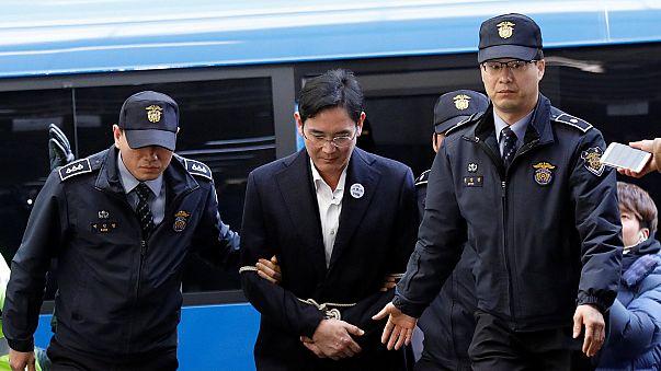 Coreia do Sul: Líder da Samsung volta a ser ouvido por procuradores