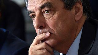 """França: François Fillon prossegue campanha apesar de suspeitas do """"Penelopegate"""""""