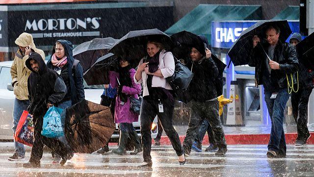 مقتل شخصين جراء عاصفة قوية تضرب ولاية كاليفورنيا