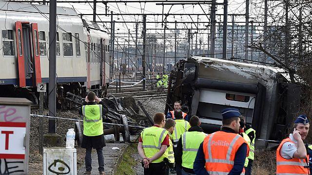 Belçika'da yolcu treni kaza yaptı: 1 ölü 27 yaralı