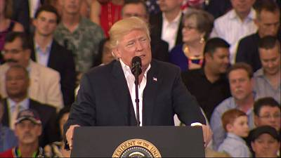 Trump re-launches attack on media at Florida rally