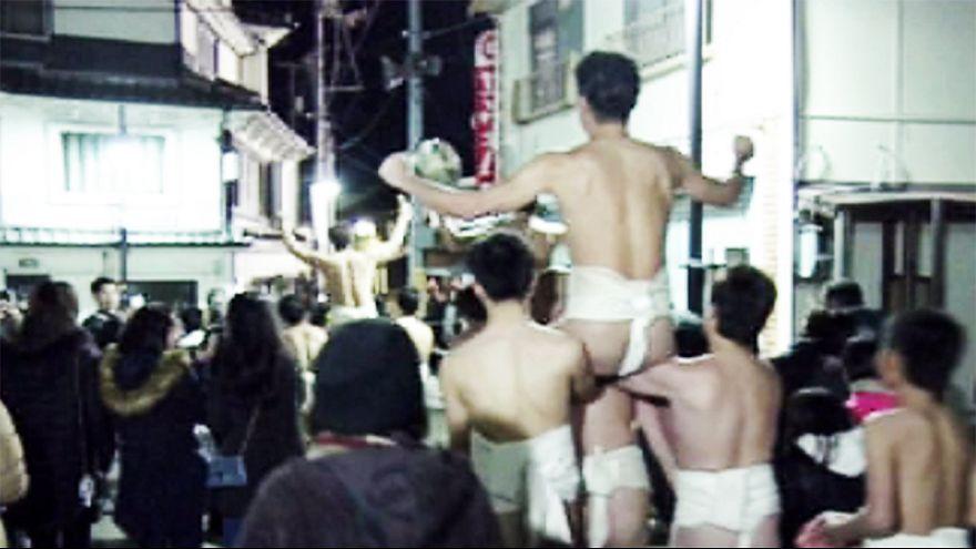 Meztelen férfiak fesztiválja Japánban
