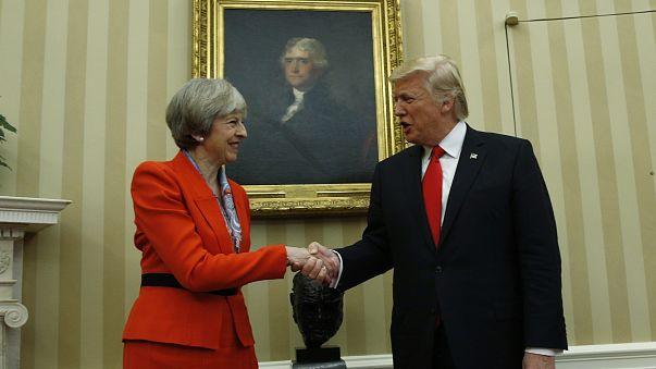 Visita de Trump divide Reino Unido antes de debate no parlamento