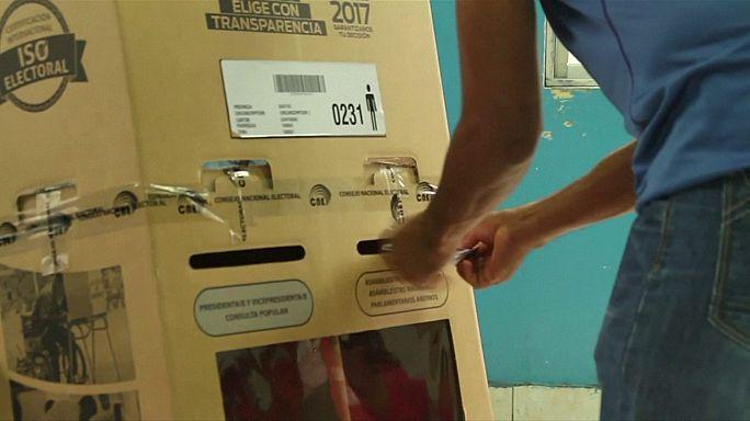 انتخابات رئاسية حاسمة في الاكوادور