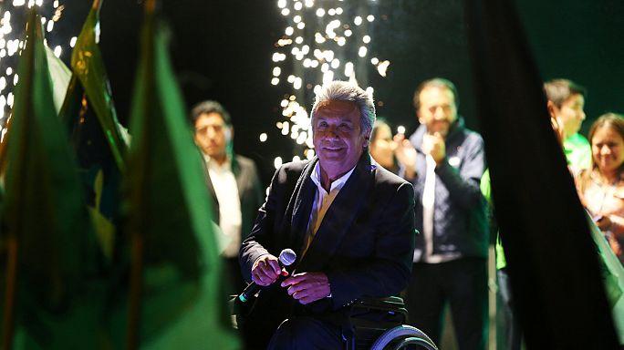 اليساري لينين مورينو مُتقدِّم على منافسه غِيِّيرْمُو لاصُو في انتخابات الإكوادور الرئاسية