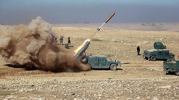 Bombák lassítják a hadsereg előrejutását Moszulban