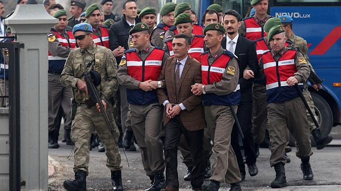 Több tucatnyi kommandós került a vádlottak padjára Törökországban
