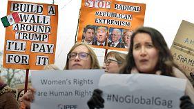 Decenas de personas se manifiestan en Bruselas contra Trump