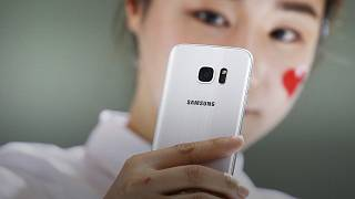 A kigyulladó telefonok után a vesztegetési botránnyal küzd a Samsung