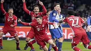 Il Bayern Monaco frena a Berlino, Ancelotti fa il dito medio ai tifosi dell'Hertha