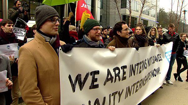 UE: Los becarios exigen ayudas para las prácticas en el extranjero