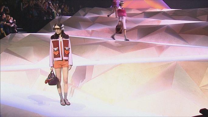 """Londra Moda Haftası'nda """"western"""" rüzgarı"""