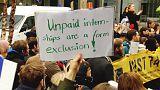 """""""Wertvolle Erfahrungen bezahlen keine Miete"""": Praktikanten demonstrieren weltweit"""