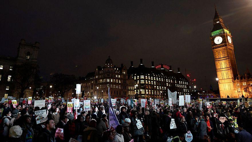 مظاهرات في لندن ضد زيارة ترامب إلى بريطانيا...تيريزا مي مُتمسِّكة بها