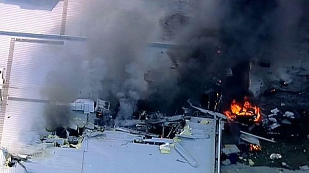 В Австралии самолёт упал на торговый центр