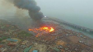 Tűz egy nigériai bádogvárosban