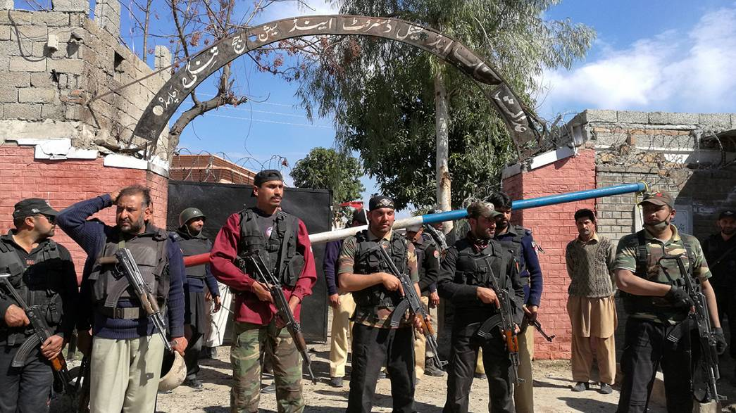 Suicide bombers cause carnage in Pakistan court