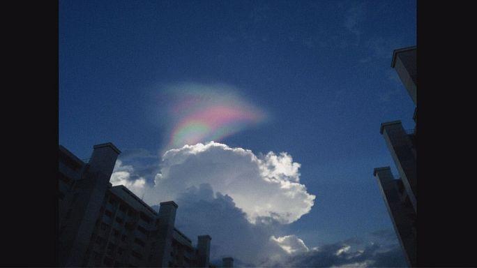 Feuer-Regenbogen über Singapur