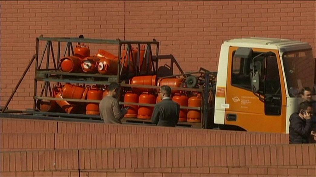 Polizei in Barcelona stoppt rasenden LKW mit Gasflaschen