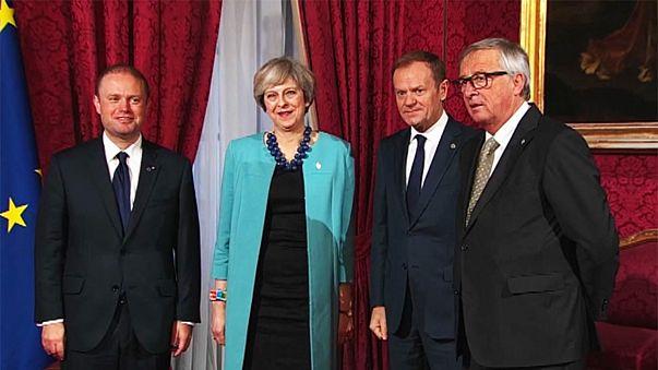 Breves de Bruselas: La deuda griega, el alto coste del brexit y las reformas en Polonia
