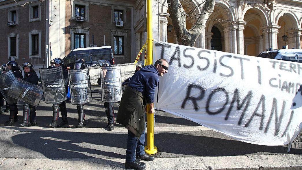 Wütende Taxifahrer protestieren in Rom