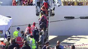 Италия: мигрантов, спасенных в Средиземном море, доставили на Сицилию