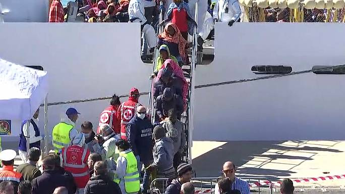 Mais de 600 refugiados salvos do mar chegam a Itália