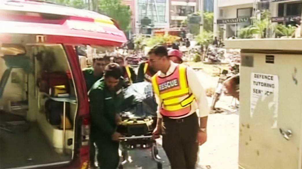 Pakistan: Lahore bomb blast kills at least eight