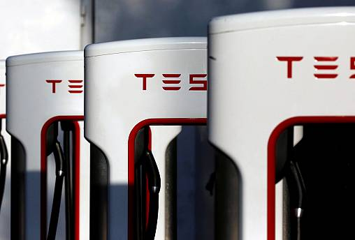 Tesla says on track to volume production of Model 3 electric car