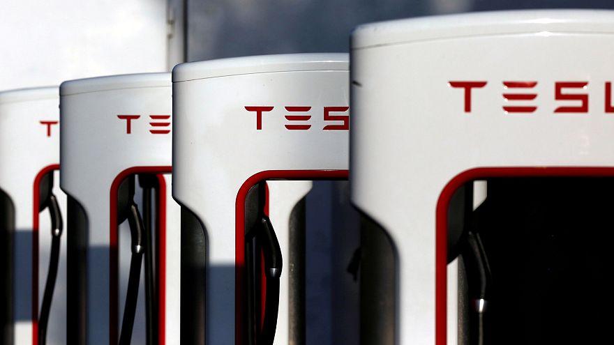 Contas da Tesla no vermelho, mas empresa mantém previsões de produção