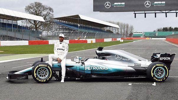 """مرسيدس يكشف عن سيارته الجديدة  """"دبليو08"""" على مضمار سيلفرستون البريطانية"""