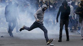 Ungenehmigte Schülerdemo gegen Polizeigewalt in Paris