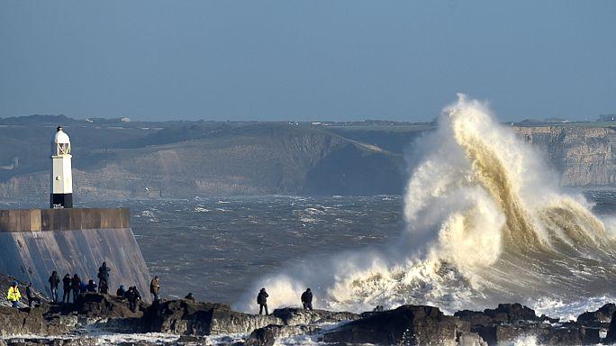 La tormenta Doris se cobra una vida y lleva el caos al Reino Unido