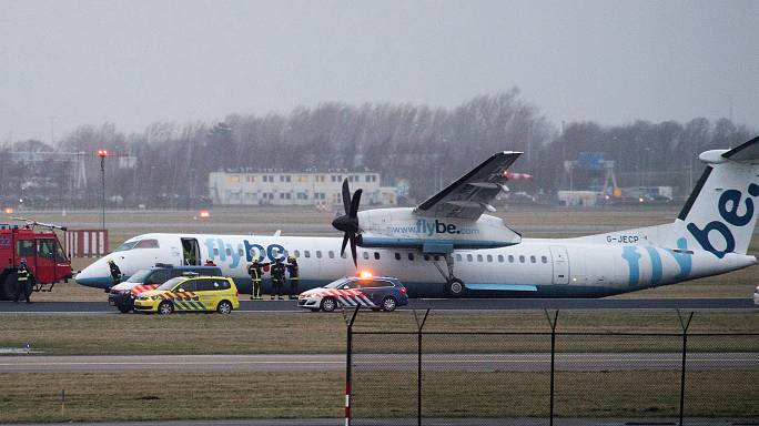 Amsterdam, aereo finisce fuori pista durante l'atterraggio: nessuna vittima
