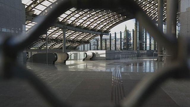 Atina'da metro, tramvay ve banliyö treni çalışanları greve gitti