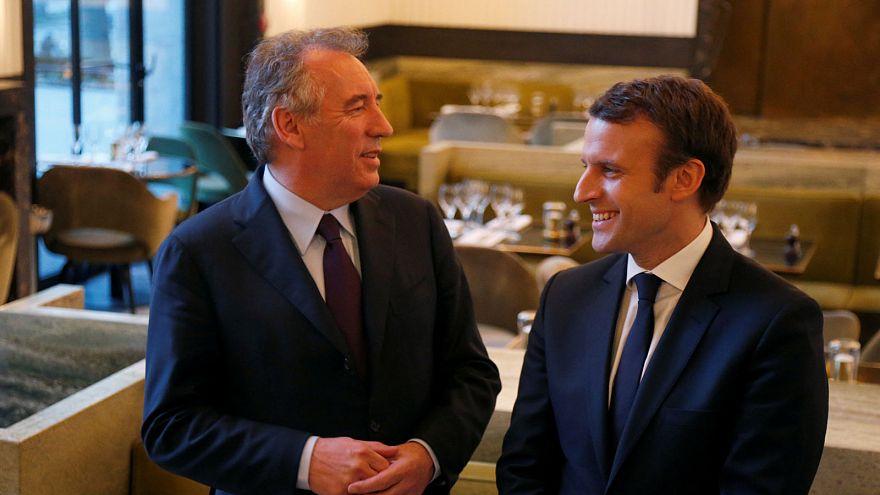Macron sobe nas sondagens devido a aliança com François Bayrou