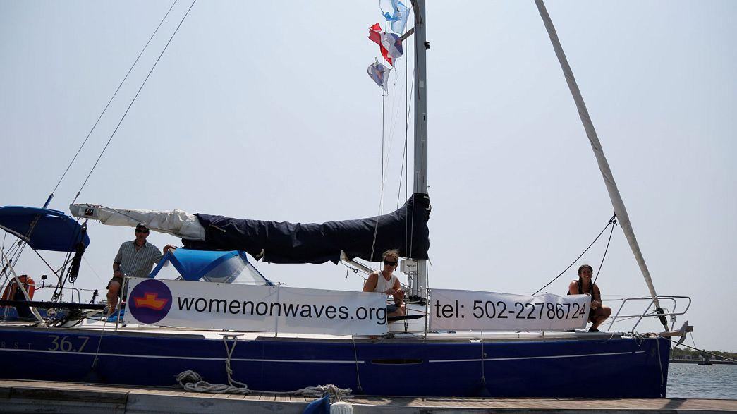 В Гватемале задержано судно, где женщины могли сделать аборт в обход запрета