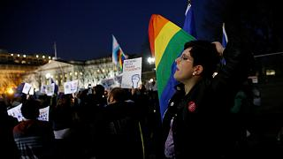 Активисты возмущены после отмены Трампом указа о школьниках-трансгендерах