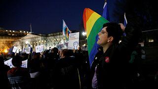 Kritik an Rücknahme der Transgenderrichtlinie