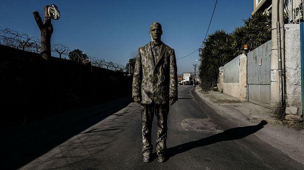 «Cementary»: Ψάχνοντας τη ζωή και την ομορφιά στα νεκρά σημεία της πόλης