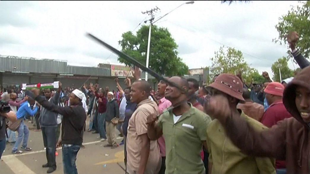 شرطة جنوب أفريقيا تفرق مظاهرة منددة بالمهاجرين