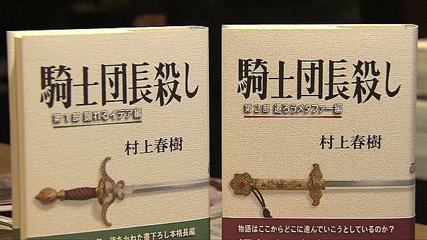 Japonya'da kitapçıların önünde izdiham yaşandı