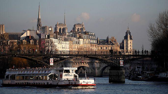 Donald ve arkadaşı Jim'e Paris'ten mesaj var