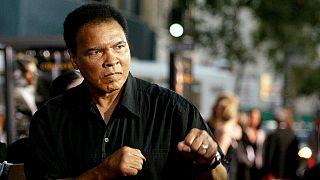 Un fils du boxeur Mohamed Ali retenu en rentrant aux Etats-Unis