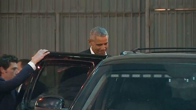 New York: Obama accolto da applausi all'uscita da teatro