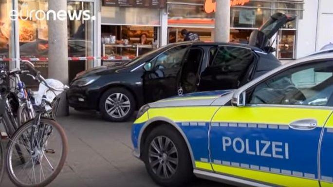Германия: вооруженный мужчина въехал в толпу