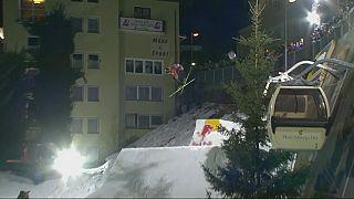 Sokaklar karla doldu, kayakçılar mest etti