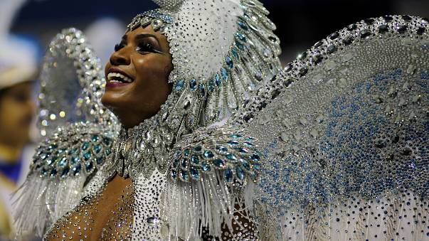 Rio'da sahne sırası Samba okullarının