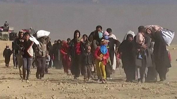 Civilians flee Mosul as Iraqi forces move deeper into city