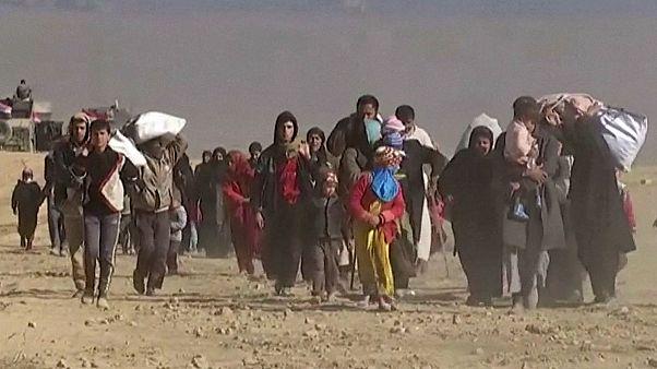 المدنيون يفرون المعارك في غرب الموصل